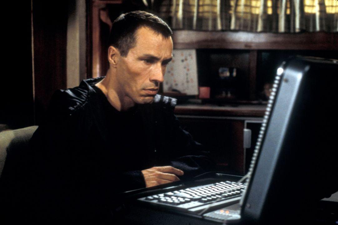Das geisteskranke Genie Gary Soneji (Michael Wincott) will sich unbedingt mit dem FBI-Psychologen Alex Cross messen. Er schleust sich als Lehrer in... - Bildquelle: Joseph Lederer 2001 Paramount Pictures