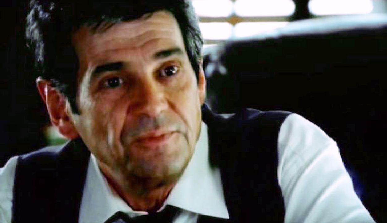 Don Eppes befragt den Richter Franklin Trelane (Alan Rosenberg) nach möglichen Tatverdächtigen ... - Bildquelle: Paramount Network Television