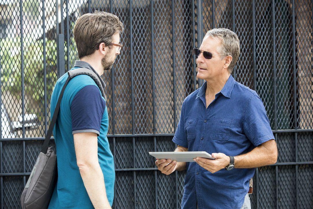 Hat Sebastian (Rob Kerkovich, l.) für Pride (Scott Bakula, r.) Hinweise auf den Mörder von Blogger und Enthüllungsjournalist Jonah Penn ... - Bildquelle: Skip Bolen 2015 CBS Broadcasting, Inc. All Rights Reserved