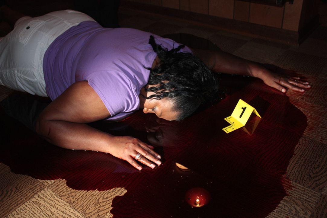 Als der 15-jährige Chuck nach Hause kommt, liegt seine Mutter tot auf dem Boden: Sie wurde erschossen ... - Bildquelle: Jupiter Entertainment