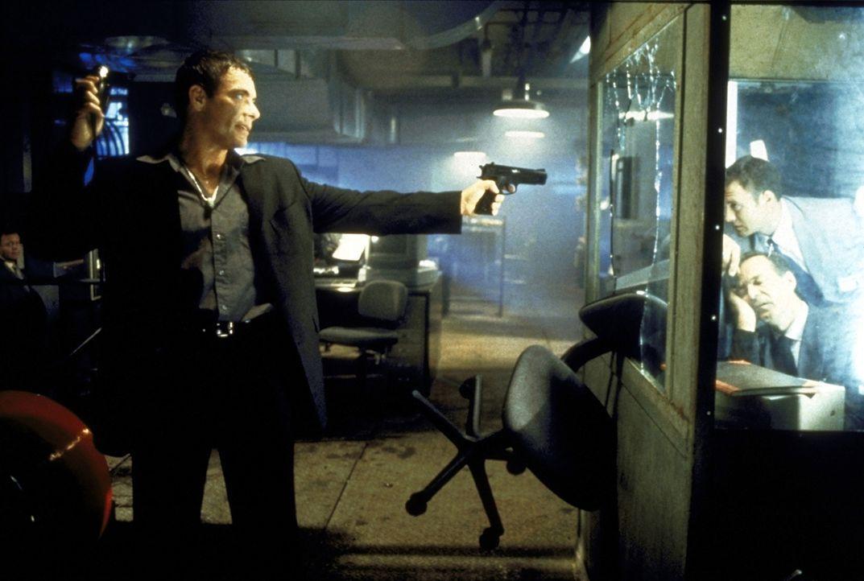 Ein Streiter für Recht und Ordnung: Marcus (Jean-Claude van Damme) ... - Bildquelle: TriStar Pictures