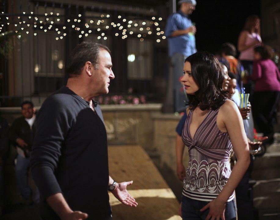 Emily Prentiss (Paget Brewster, r.) und Jason Gideon (Mandy Patinkin, l.) versuchen einen Serienkiller, der Jack the Ripper nachahmt zu fassen - doc... - Bildquelle: Touchstone Television