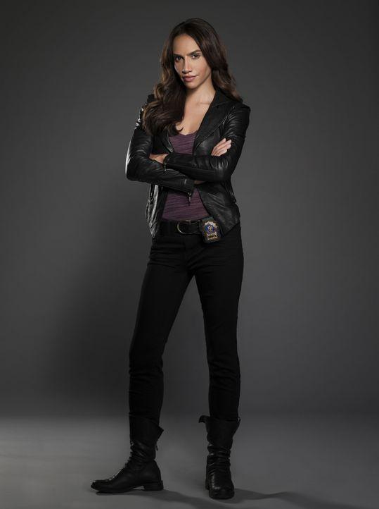 (1. Staffel) - Tess Vargas (Nina Lisandrello) ist Catherines Partnerin und eine ihrer besten Freundinnen. Sie hat eine heimliche Affäre mit ihrem Vo... - Bildquelle: 2012 The CW Network, LLC. All rights reserved.