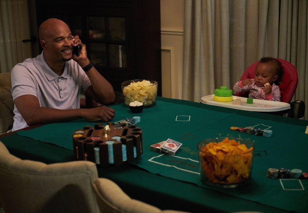 Eigentlich hoffte Murtaugh (Damon Wayans, l.) auf einen gemütlichen Männerabend - doch dann kommt alles ganz anders ... - Bildquelle: 2016 Warner Brothers