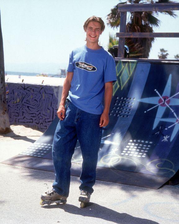 """Der begnadete Hobby-Inlineskater Andy (Erik von Detten) wechselt ins Profiteam """"X-Blads"""", um seiner Familie aus einer finanziellen Misere zu helfen. - Bildquelle: Disney"""