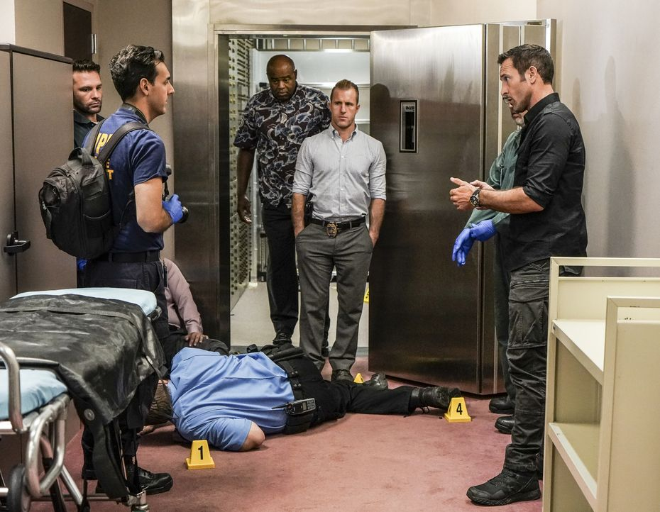 (v.l.n.r.) Lou Grover (Chi McBride); Danny Williams (Scott Caan); Steve McGarrett (Alex O'Loughlin) - Bildquelle: Karen Neal 2019 CBS Broadcasting, Inc. All Rights Reserved / Karen Neal