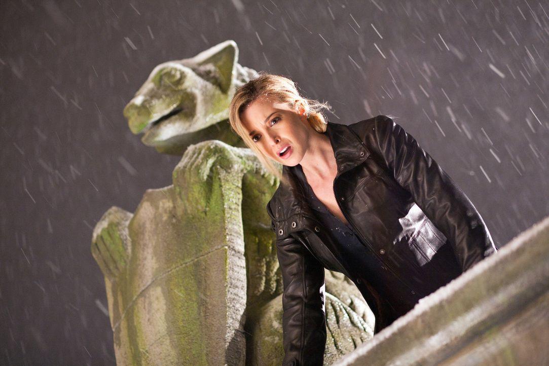 Ist bestürzt, dass Ilsa mit dem Mikrochip entkommen konnte: Julia (Emily Foxler) ... - Bildquelle: 2011  Warner Bros.