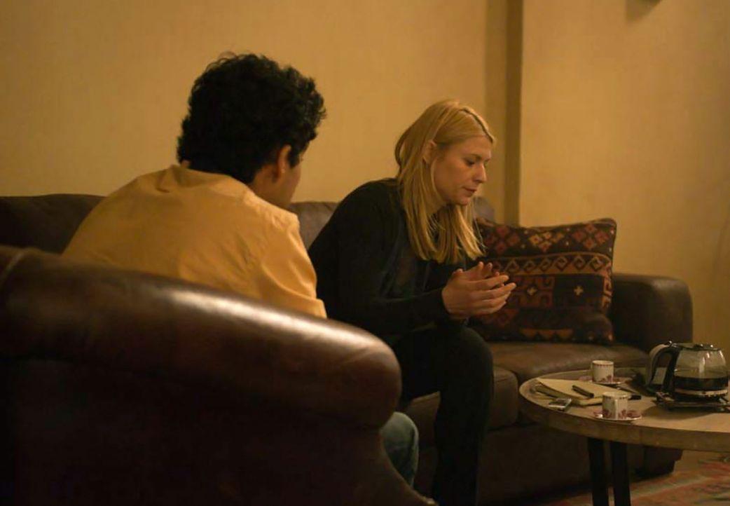 Während Quinn und Fara der Spur zu Haqqani folgen, versucht Carrie (Claire Danes, r.), weitere Informationen aus Aayan (Suraj Sharma, l.) herauszube... - Bildquelle: Homeland   2014 Twentieth Century Fox Film Corporation