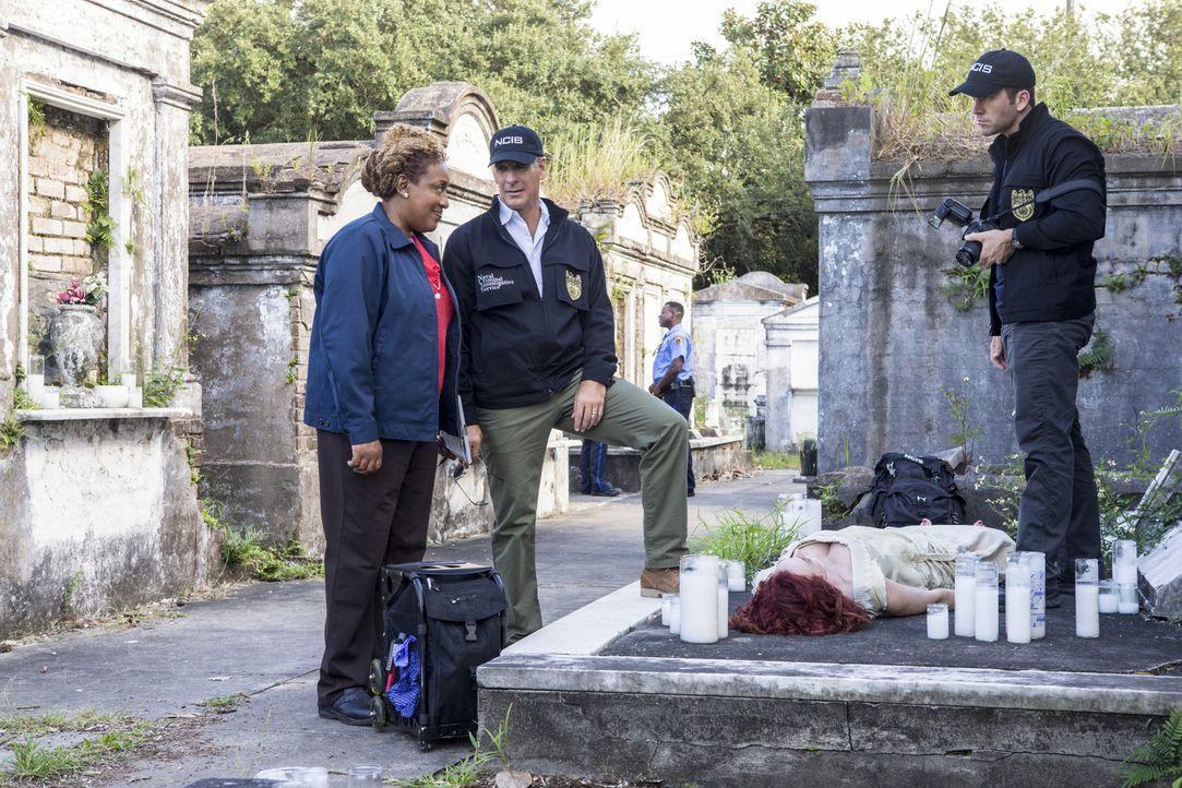 In der Halloween-Woche wird auf einem Friedhof in New Orleans eine tote Frau in einem viktorianischen Kostüm gefunden. Sie wurde bestialisch ermorde... - Bildquelle: 2014 CBS Broadcasting Inc. All Rights Reserved.
