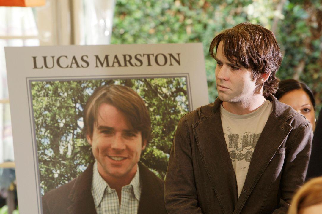 Der Geist von Lucas (Christian Campbell) erscheint auf seiner eigenen Trauerfeier ... - Bildquelle: ABC Studios