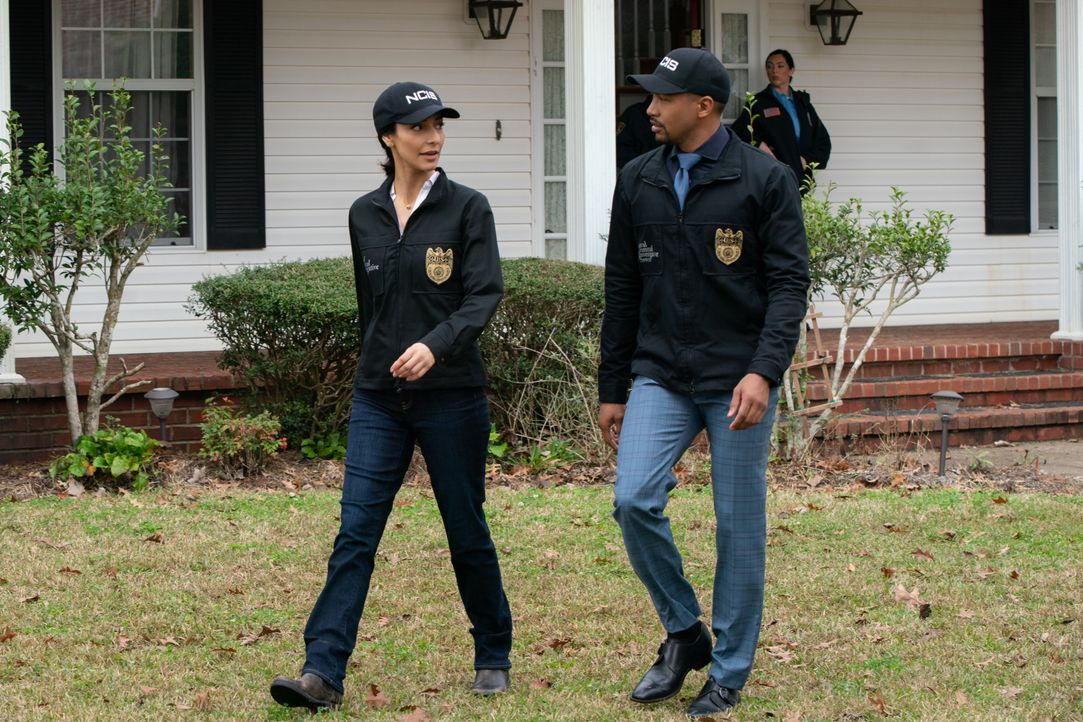 Special Agent Hannah Khoury (Necar Zadegan, l.); Quentin Carter (Charles Michael Davis, r.) - Bildquelle: Sam Lothridge 2020 CBS Broadcasting Inc. All Rights Reserved. / Sam Lothridge