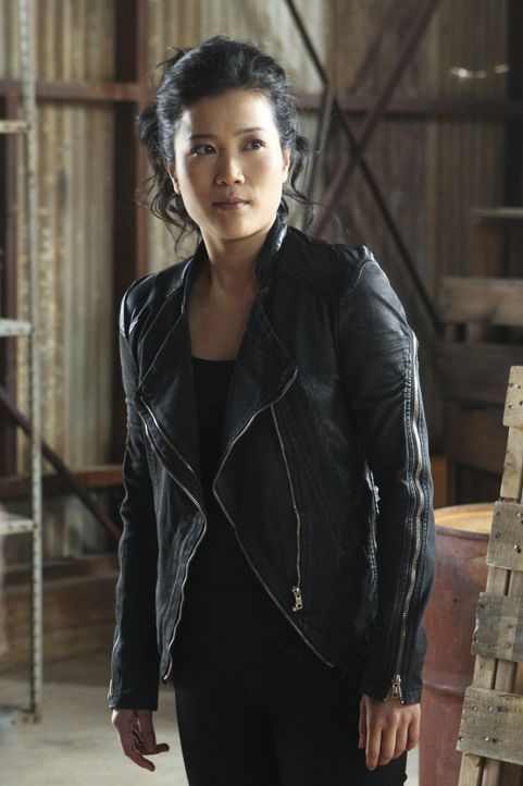 Happy (Jadyn Wong) ist entsetzt, als sie sieht, welche Rolle ihr in einer Reportage über Scorpion zugeordnet wurde ... - Bildquelle: Sonja Flemming 2014 CBS Broadcasting, Inc. All Rights Reserved / Sonja Flemming