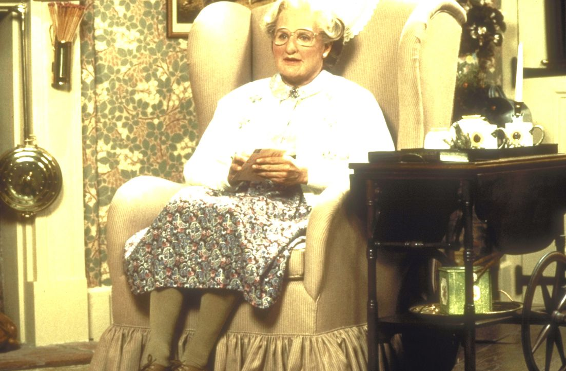 Von der täglichen Hausarbeit erledigt: Mrs. Doubtfire (Robin Williams)! - Bildquelle: 20th Century Fox