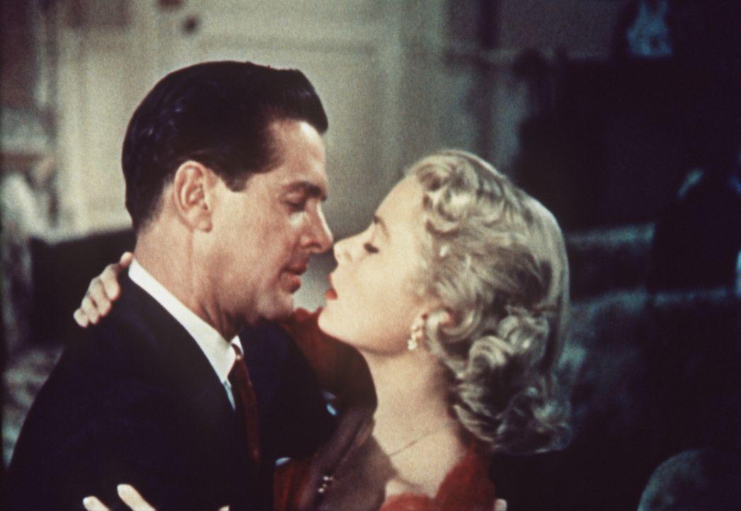 Der Kriminalschriftsteller Mark (Robert Cummings, l.) und die reiche Margot (Grace Kelly, r.) haben ein Verhältnis. Sie ahnen aber nicht, dass Margo... - Bildquelle: Warner Bros.
