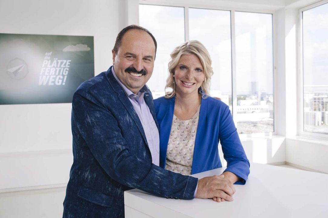 Für welche Business-Idee werden sich Sternekoch Johann Lafer (r.) und Amorelie-Gründerin Lea-Sophie Cramer (l.) entscheiden? - Bildquelle: Stefan Hobmaier kabel eins