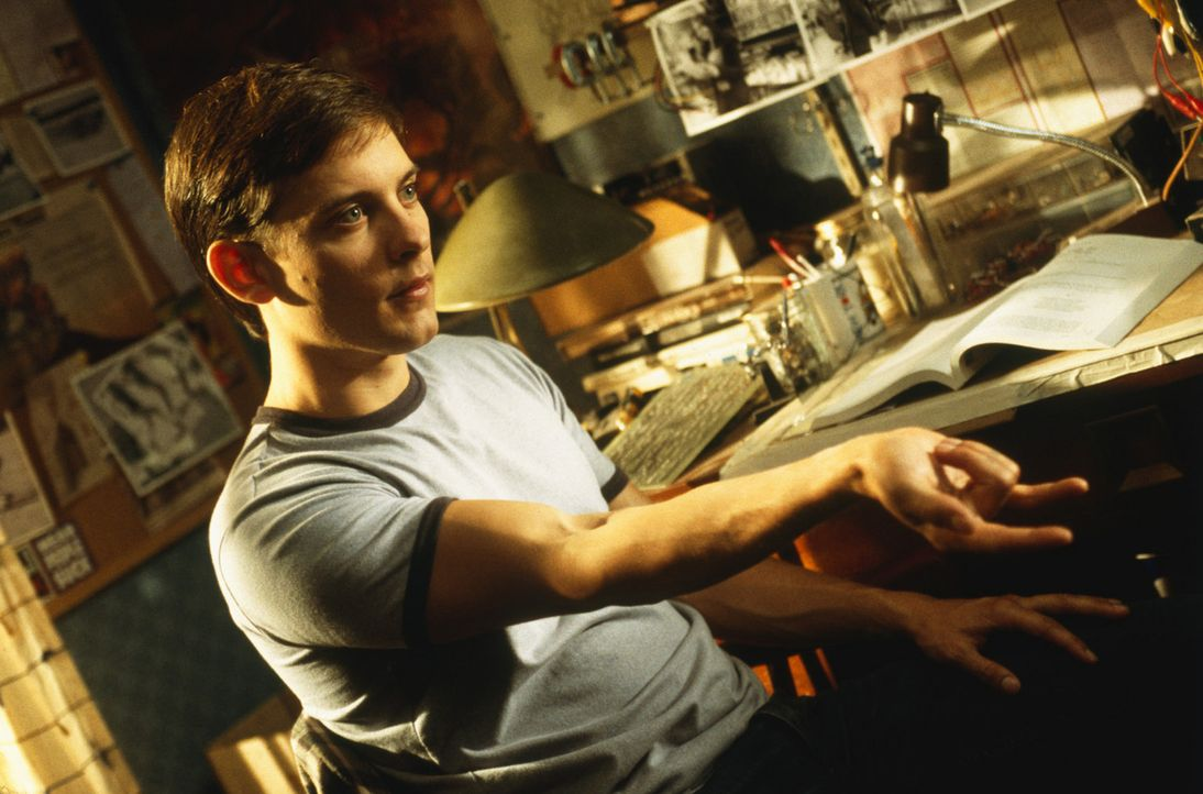 Während einer Führung in einem Museum wird der Schüler Peter Parker (Tobey Maguire) von einer genmanipulierten Spinne gebissen. Seither vollziehe... - Bildquelle: 2003 Sony Pictures Television International