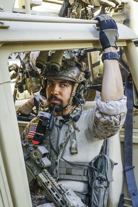 Für Ray (Neil Brown Jr.) und das Team verschärft sich die Lage, als ihre geheime Mission von syrischen Truppen unterbrochen wird - doch auch Zuhause... - Bildquelle: Monty Brinton Monty Brinton/CBS   2017 CBS Broadcasting, Inc. All Rights Reserved. / Monty Brinton