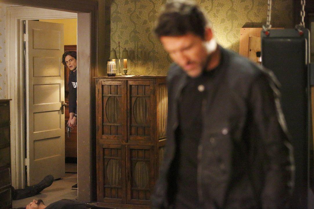 Reid (Matthew Gray Gubler, l.) und das restliche Team versuchen alles, um Morgan zu retten. Doch ist es bereits zu spät? - Bildquelle: Trae Patton 2016 ABC Studios. All rights reserved. / Trae Patton