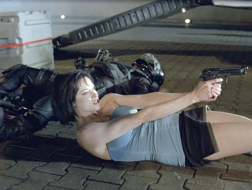 Kaum als Angehörige der Umbrella Corporation-Spezialeinheit S.T.A.R.S. degradiert, da beschließt Jill Valentine (Sienna Guillory) auch schon, diese... - Bildquelle: Constantin Film