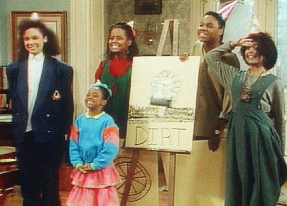 Die Kinder haben zu Cliffs Geburtstag einige Überraschungen parat: (v.l.n.r.) Sondra (Sabrina LeBeauf), Rudy (Keshia Knight Pulliam), Vanessa (Temp... - Bildquelle: Viacom