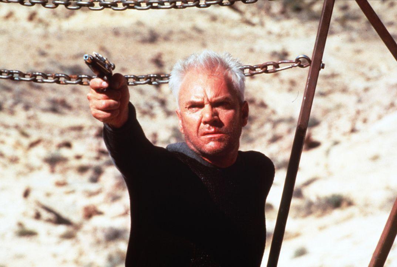Um wieder in den Nexus zu gelangen, schreckt Dr. Soran (Malcolm McDowell) vor nichts zurück ... - Bildquelle: Paramount Pictures