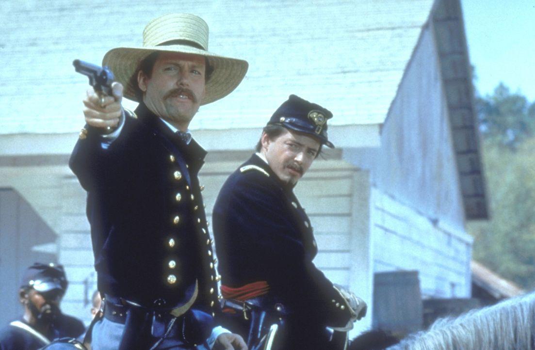Amerikanischer Bürgerkrieg: Der junge, weiße Nordstaaten-Colonel Shaw (Matthew Broderick, l.) erhält den Auftrag, das erste ausschließlich aus S... - Bildquelle: TriStar Pictures