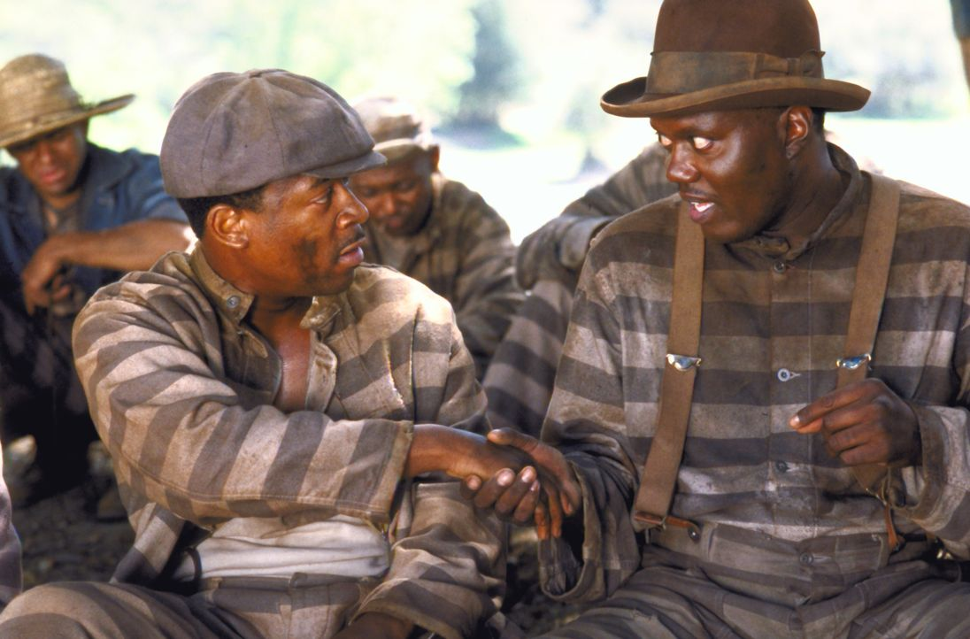 Um schnell eine Fluchtmöglichkeit aufzutun, freundet sich Claude (Martin Lawrence, l.) mit möglichst vielen Mithäftlingen an ... - Bildquelle: 1999 Universal Studios. All rights reserved