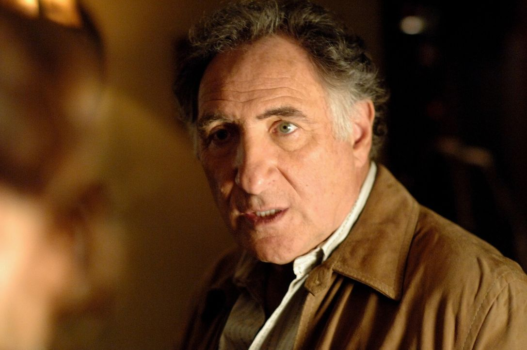Findet Charlies neue Chefin Dr. Mildred French gut: Alan Eppes (Judd Hirsch) ... - Bildquelle: Paramount Network Television