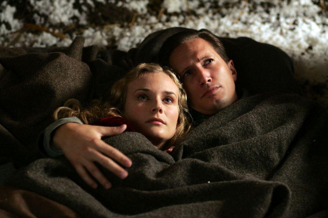 Anna Sorensen (Diane Kruger, l.) und Nikolaus Sprink  (Benno Fürmann, r.) träumen von einer gemeinsamen Zukunft ohne Leid ... - Bildquelle: Lolafilms S.A.