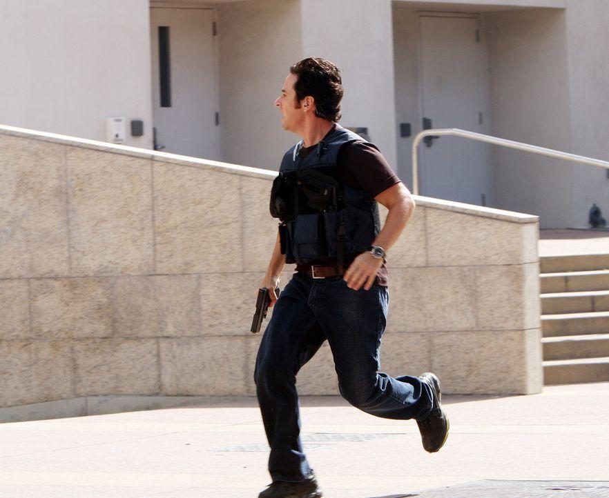 Ein Überfall auf eine Diamantenbörse entwickelt sich zu einer Geiselnahme. Don (Rob Morrow) und sein Team werden mit dem Fall beauftragt ... - Bildquelle: Paramount Network Television