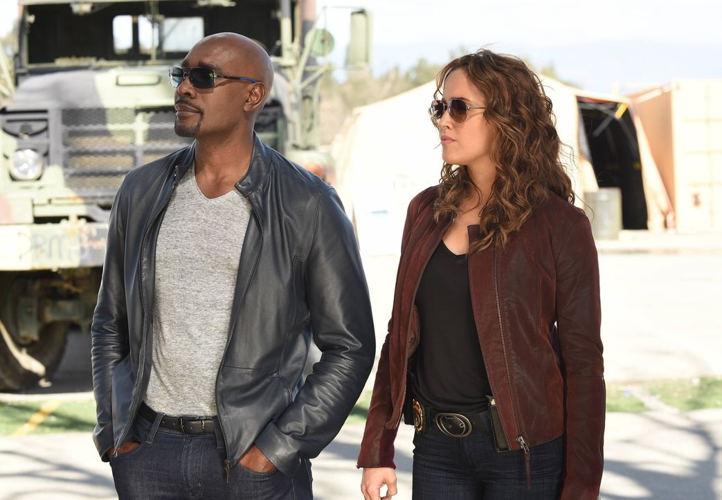 Rosewood (Morris Chestnut, l.) und Villa (Jaina Lee Ortiz, r.) müssen zurück zu den Wurzeln der attraktiven Polizistin in Little Havanna kehren, um... - Bildquelle: 2016-2017 Fox and its related entities. All rights reserved.