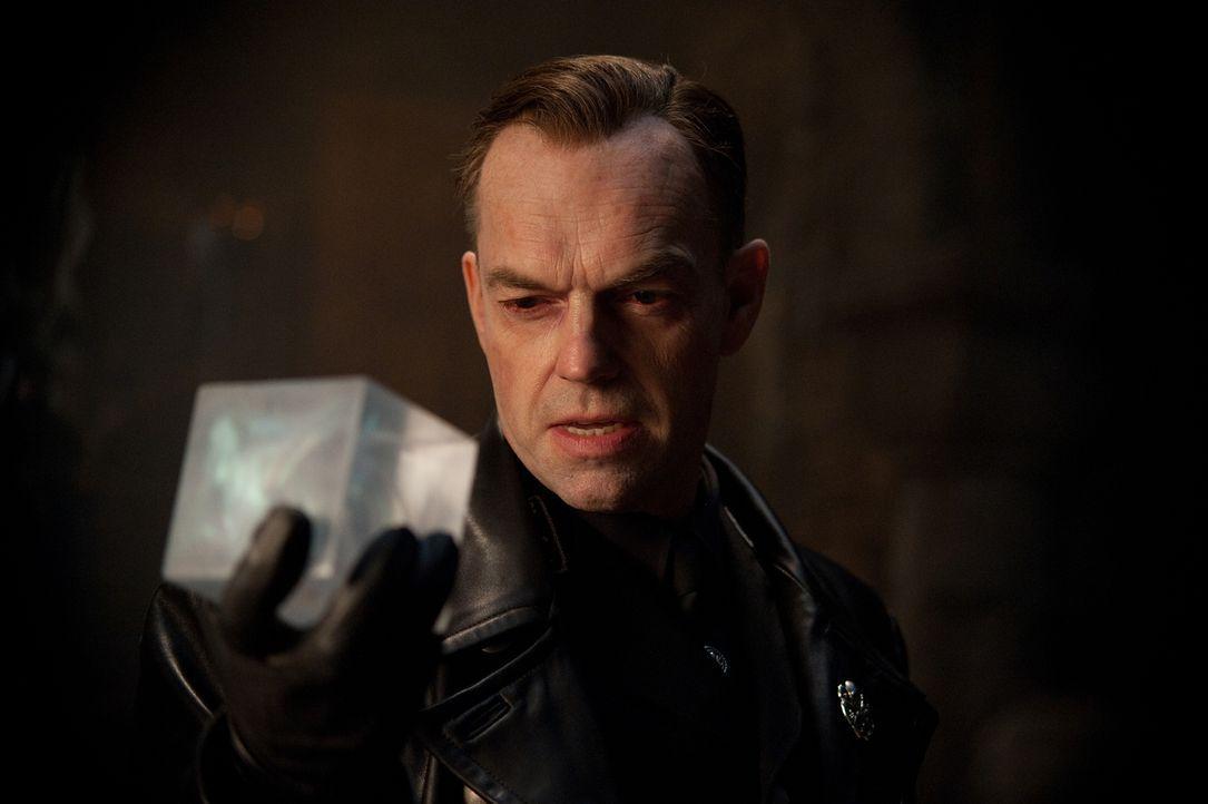 Auch der skrupellose Nazi Johann Schmidt (Hugo Weaving) .erhielt mal eine Dosis des Superserums. Doch da er ein rücksichtsloser Machtmensch ist, ver... - Bildquelle: TM &   2011 Marvel Entertainment, LLC & subs. All Rights Reserved.