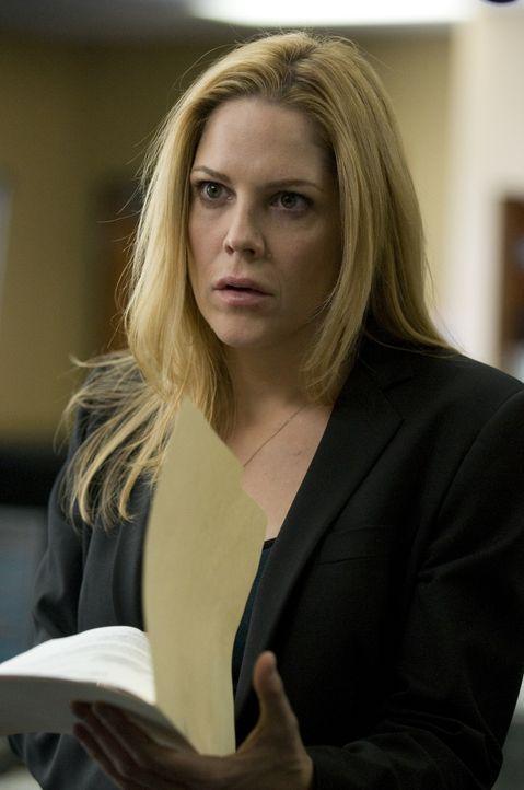 Während Stan auf dem Polizeirevier schmort, versuchen Mary (Mary McCormack) und Mann alles, was sie können ... - Bildquelle: USA Network