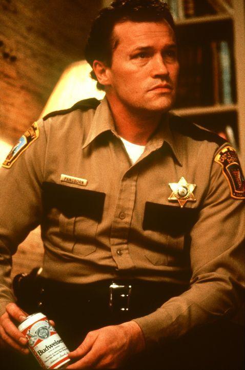 Sheriff Alan Pangborn (Michael Rooker) versucht verzweifelt, den Serienmörder der Kleinstadt zu fassen. Aber wie, wenn der Schöpfer selbst den Mor... - Bildquelle: Orion Pictures Corporation
