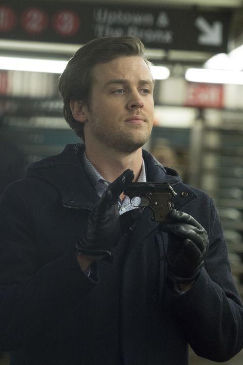 Lernt etwas über Kays Vergangenheit: Cameron (Jack Cutmore-Scott) ... - Bildquelle: Warner Bros.