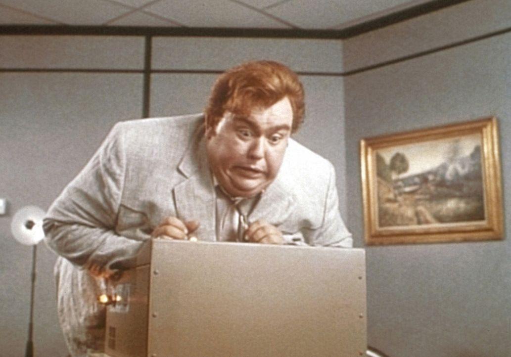 Krawattenträger haben's manchmal schwer: Harry Crumb (John Candy) ist ein überaus begabter Detektiv.