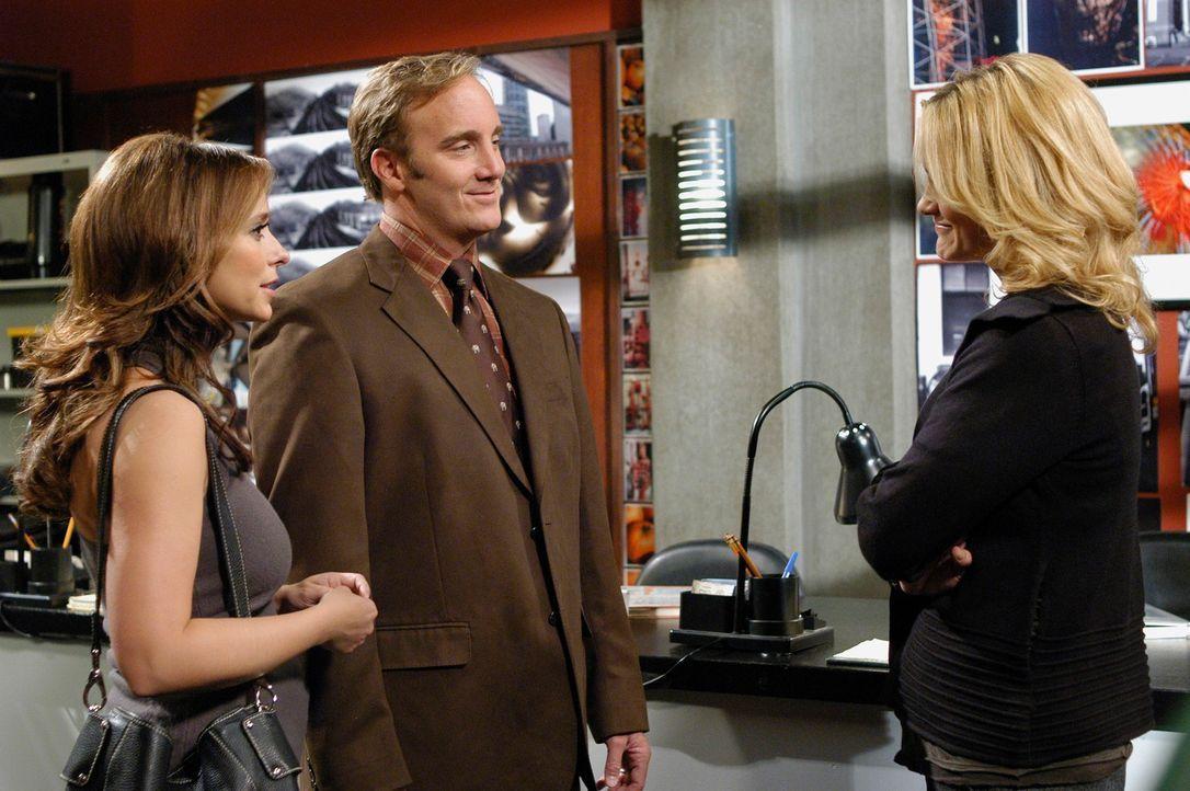 Prof. Rick Payne (Jay Mohr, M.) stellt Melinda (Jennifer Love Hewitt, l.) die berühmte Kunstprofessorin Claudia Pollili (Victoria Pratt, r.) vor ... - Bildquelle: ABC Studios