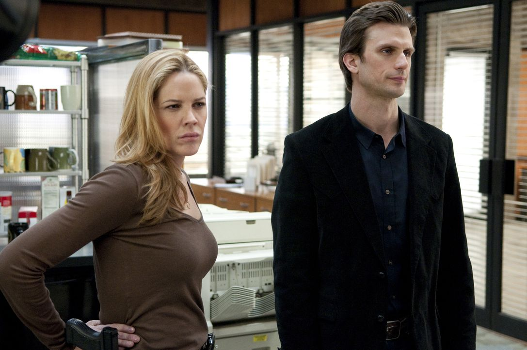 Mary Shannon (Mary McCormack, l.); Marshall Mann (Frederick Weller, r.) - Bildquelle: Colleen Hayes USA Network/Colleen Hayes