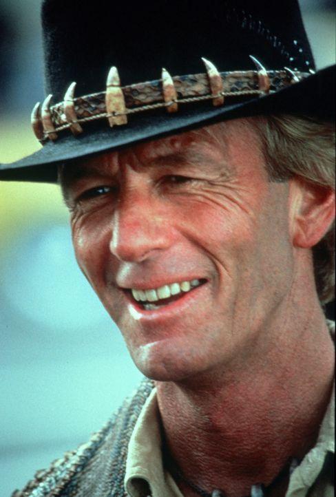 Der australische Buschläufer Mick 'Crocodile' Dundee (Paul Hogan), von der hübschen Reporterin Sue Charlton in den Dschungel New Yorks gelockt, f - Bildquelle: Paramount Pictures