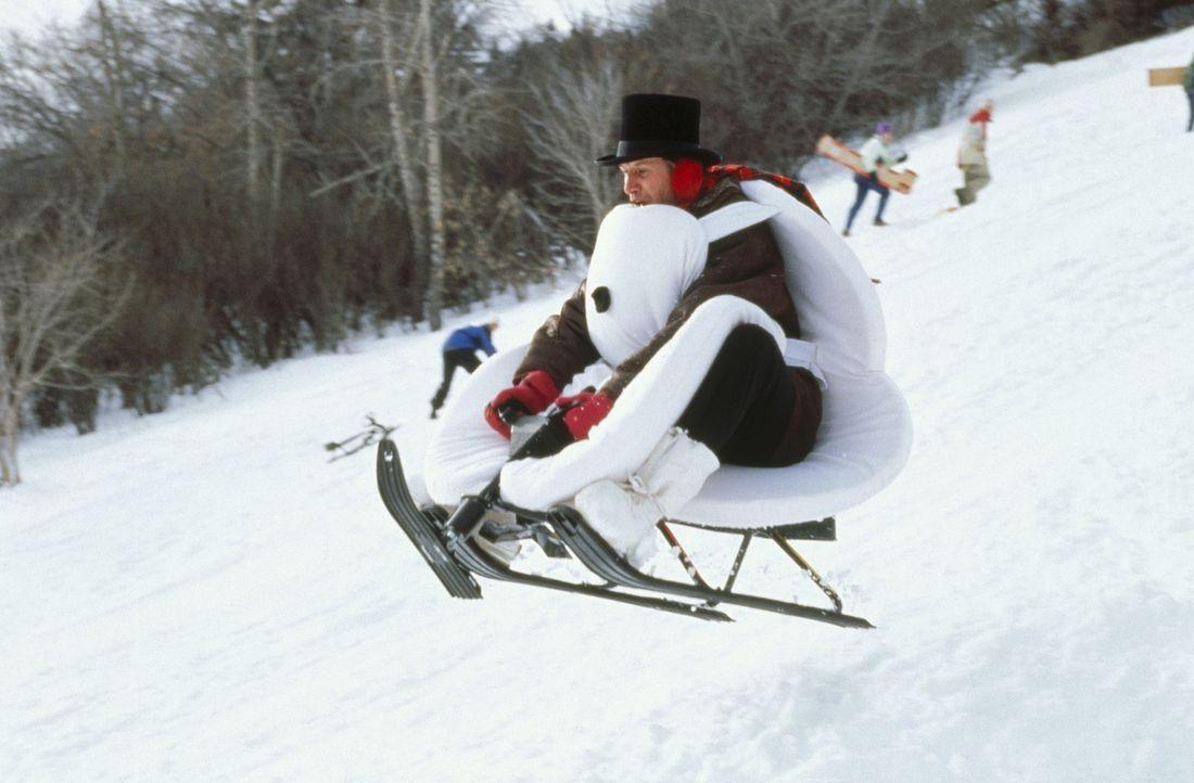 Auch TV-Wettermann Tom Brandston (Chevy Chase) hat großen Spaß im Schnee ... - Bildquelle: Paramount Pictures