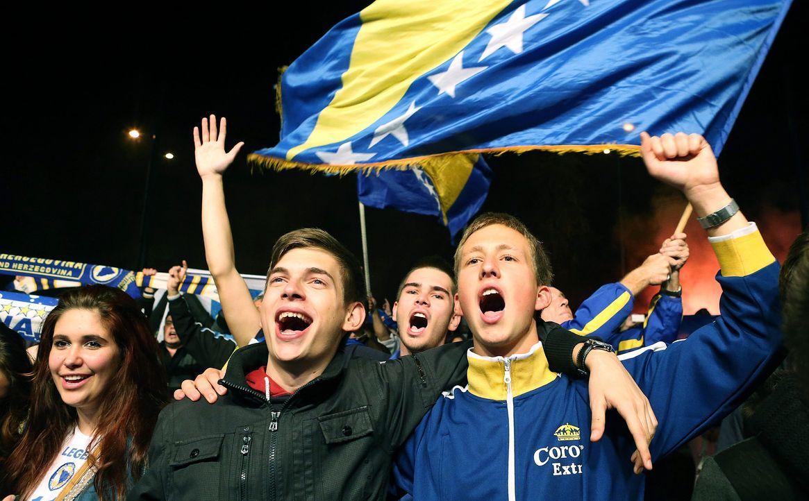 Fussball-Fans-Bosnien-Herzegowina-131015-2-dpa - Bildquelle: dpa