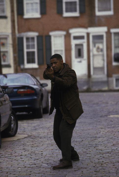 Ahnt nicht, dass der Urdämon Azazel ein Katz-und-Maus-Spiel mit ihm spielt: Detective Hobbes (Denzel Washington) ... - Bildquelle: Warner Brothers