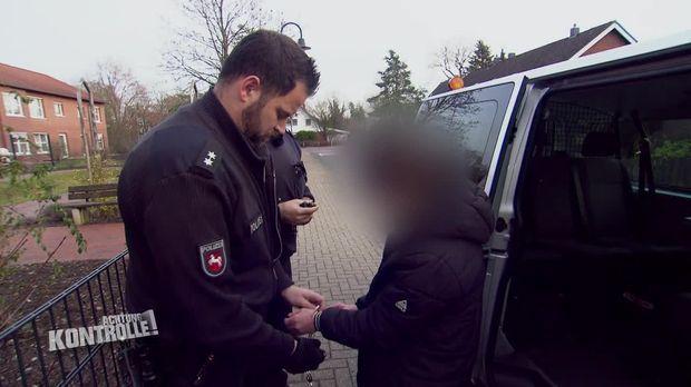 Achtung Kontrolle - Achtung Kontrolle! - Thema U.a: Polizeieinsatz -mann Mit Pistole Und Sturmmaske