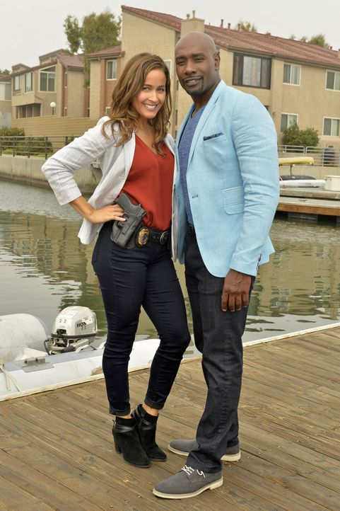 Villa (Jaina Lee Ortiz, l.) und Rosewood (Morris Chestnut, r.) müssen tief in die Welt der Schatzsuche eindringen, um einen Mordfall zu lösen ... - Bildquelle: 2016-2017 Fox and its related entities. All rights reserved.