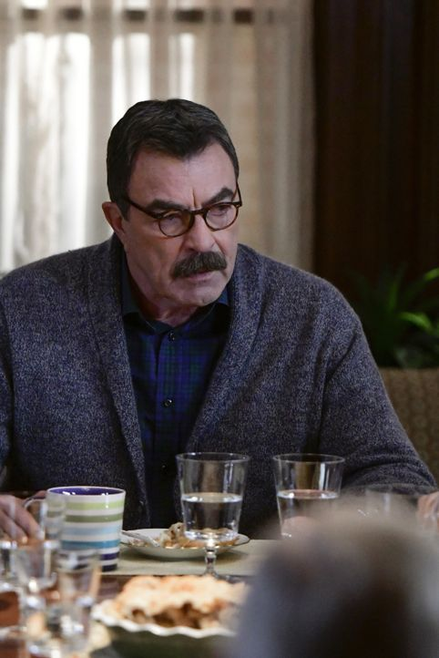 Frank Reagan (Tom Selleck) hat es nicht immer leicht - weder als NYPD-Chef, noch als Familienvater beim traditionellen Sonntagsessen ... - Bildquelle: John Paul Filo 2016 CBS Broadcasting Inc. All Rights Reserved