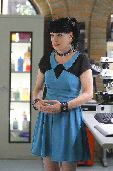 Während der Ermittlungen in einem Entführungsfall arbeiten Ziva und Abby (Pauley Perrette) eng mit der besten Freundin des Opfers zusammen, die die... - Bildquelle: CBS Television