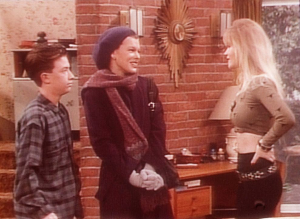 Bud (David Faustino, l.) und Kelly (Christina Applegate, r.) begrüßen die französische Austauschschülerin Yvette (Milla Jovovich, M.). - Bildquelle: Columbia Pictures