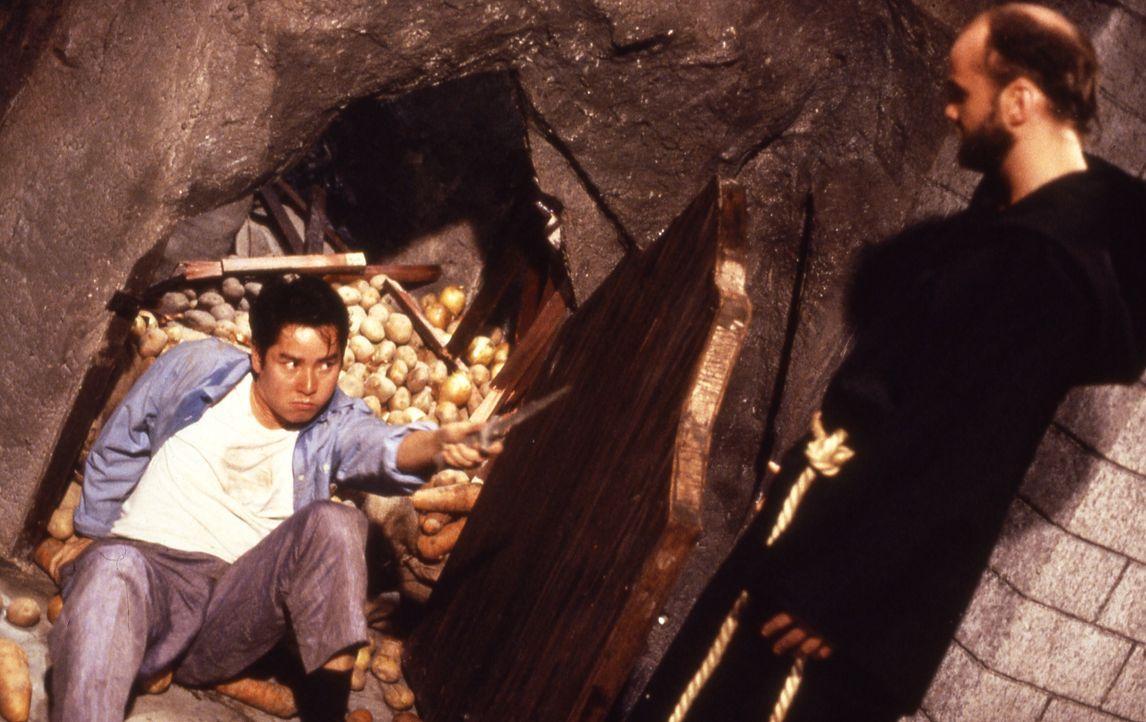 Eines Tages wird Alan (Alan Tam, l.) in eine handfeste Auseinandersetzung mit einer hemmungslosen religiösen Sekte verwickelt. Aber der Junge Mann w... - Bildquelle: Golden Harvest Company