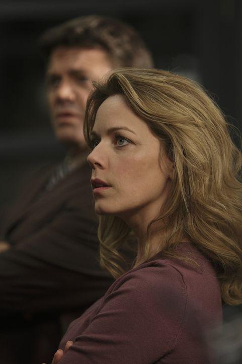 Rachel Applebaum (Rebecca McFarland) vermutet, dass eine schwedische Organisation hinter dem Ganzen steckt ... - Bildquelle: 2011  Warner Bros.