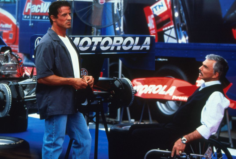 Um seinen Fahrer wieder aufs Siegertreppchen zu bringen, engagiert Teamchef Carl Henry (Burt Reynolds, r.) den Ex-Champion Joe Tanto (Sylvester Stal... - Bildquelle: Warner Bros.